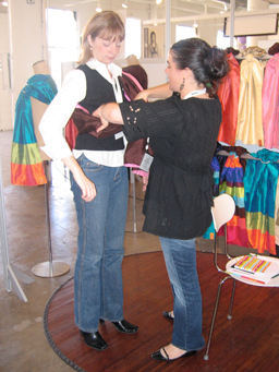 mom2b baby sling demonstration